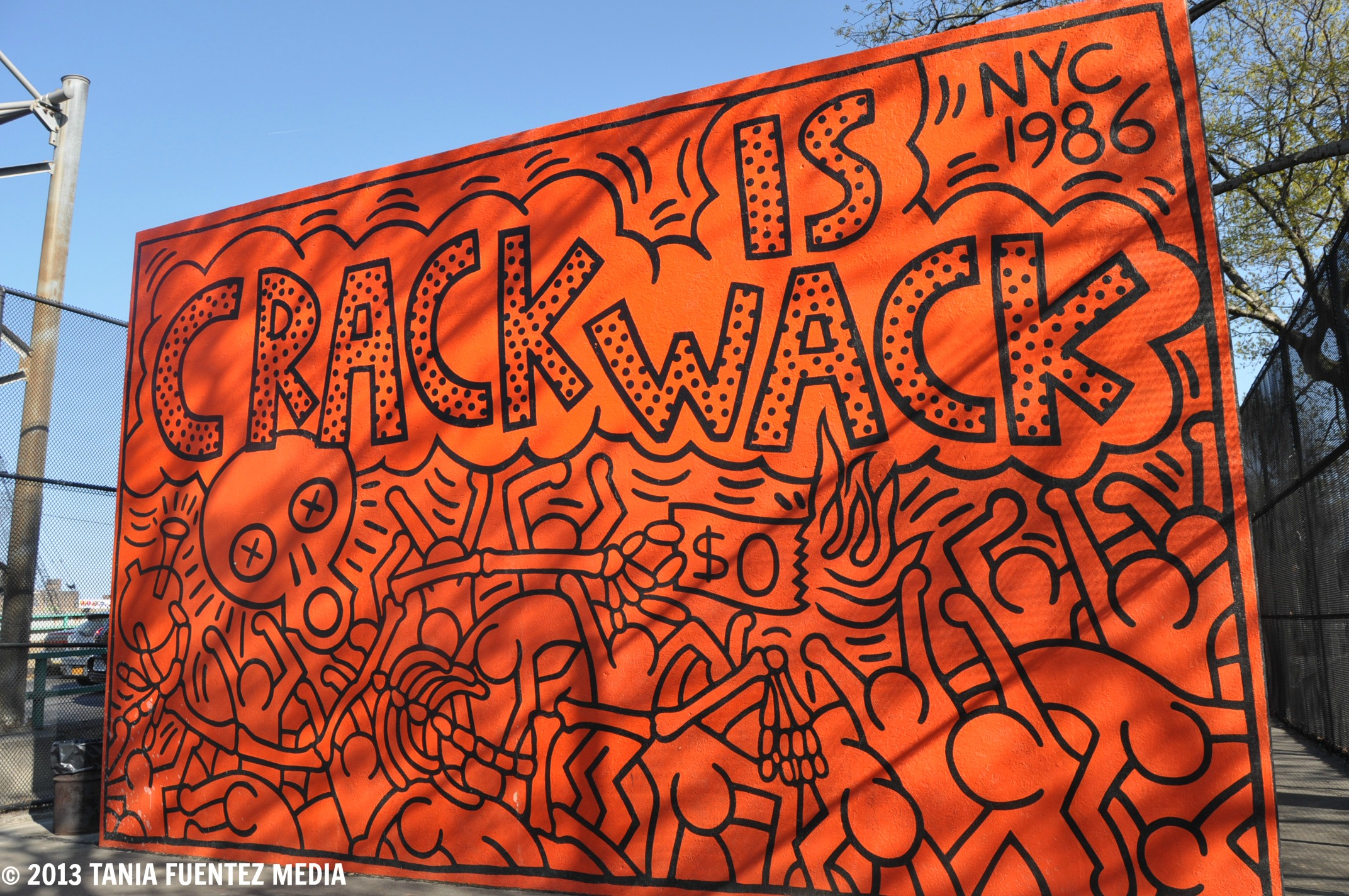 Keith haring 39 crack is wack 39 1986 for Crack is wack mural