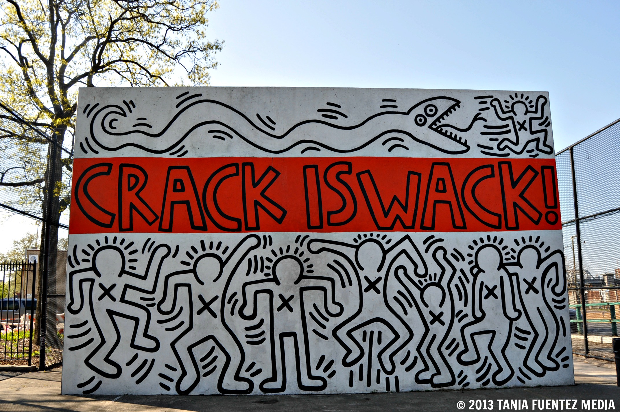 Weekly photo challenge culture tania fuentez media for Crack is wack keith haring mural
