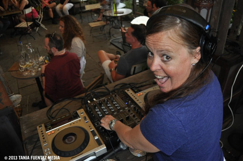 LIQUID SOUND LOUNGE'S JEANNIE HOPPER IN THE MIX